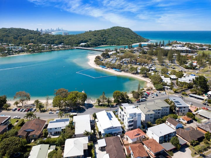 """Casa Murlong"" on Tallebudgera Creek, Palm Beach"