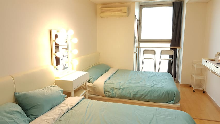 Hongdae Epicenter H2! Best Location! Modern Room!!