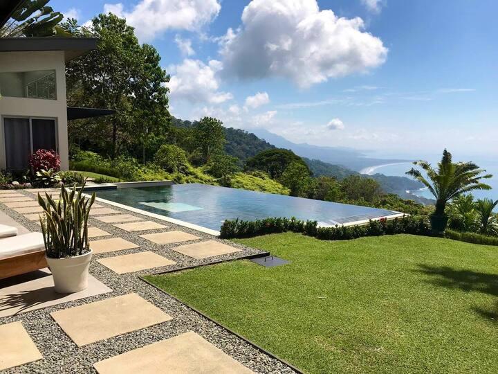 "Awarded ""Top 10 Villas,  Dominical  2020"""