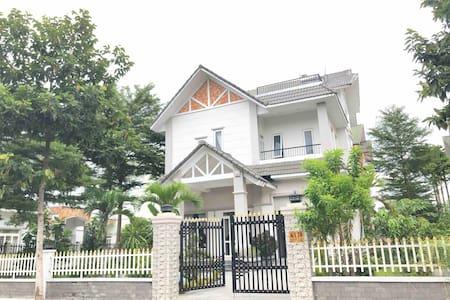 509 m2 house - Western land resident