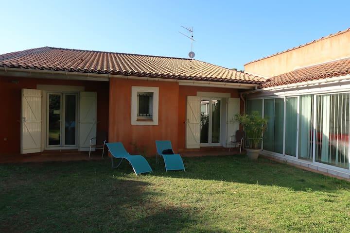 Près d'Aix, 2 chambres au calme, villa avec jardin