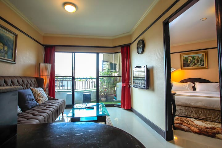 Luxurious 1BR in City Center [near PLATINUM & CTW] - Bangkok - Kondominium