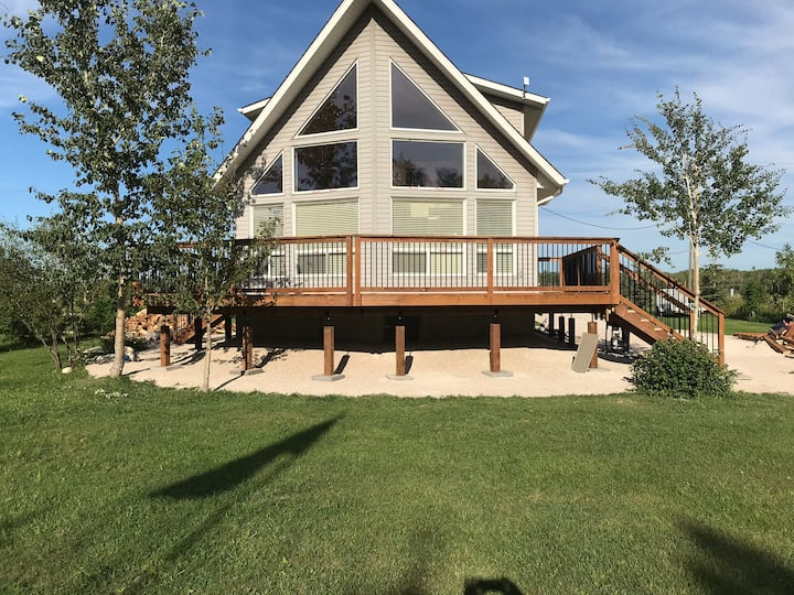 Lakefront Cottage in stunning Steep Rock, MB