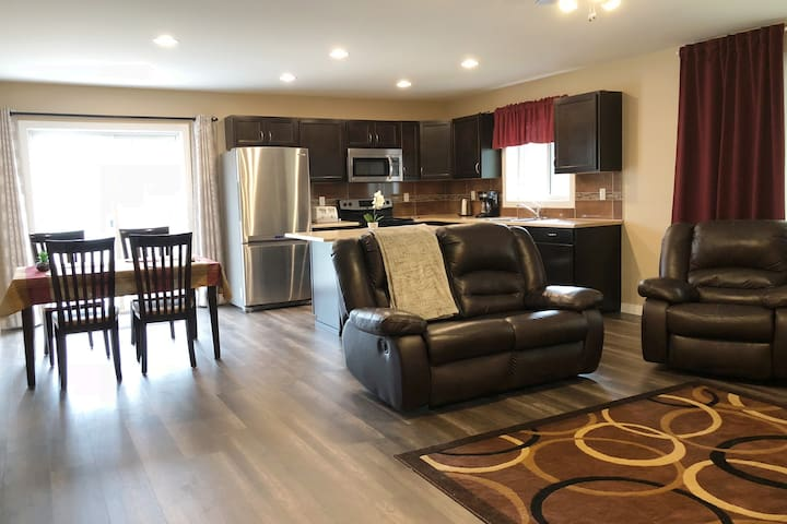 Centrally Located Private Suite with 3bd / 2bath