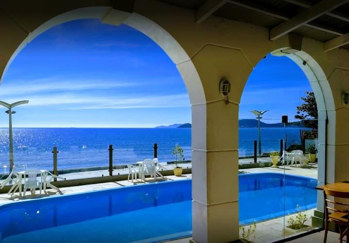 Apartamento a beira mar com piscina