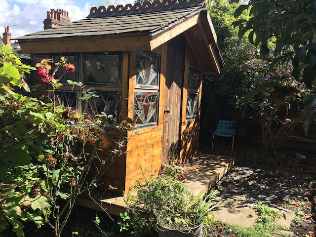 Charming Hackney cabin