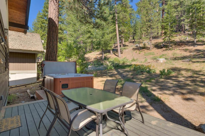Knotty Bear- Private Hot Tub & BBQ, 5 min drive to Heavenly