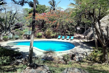 Private beach, swimming pool, wifi (room 26)