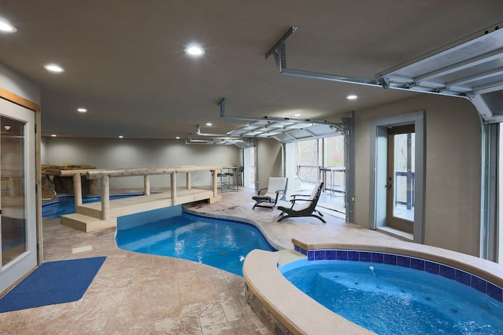 Brand New 7 Bedroom Cabin with Heated Pool