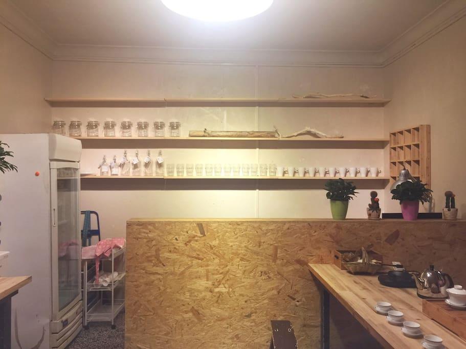 前台 提供进口啤酒、日常饮料,老板心情好还有免费的手冲咖啡喝