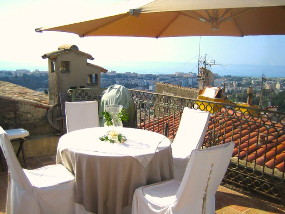 Roof terrace dining