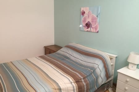 Double bedroom-4 bed hse, free Wifi - Chippenham - 獨棟