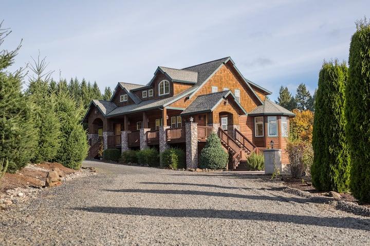 Blueberry Hill Lodge Style Studio w/Pellet Stove