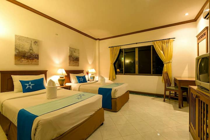 (T2) Standard Twin Bed Room