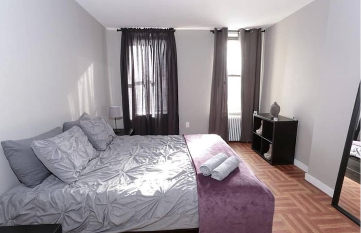 Amazing & Sunny 2 Bedroom apartment -Williamsburg!