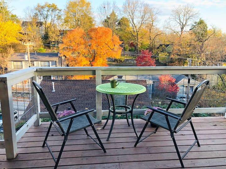 Eureka Springs Private Retreat with Gorgeous Deck