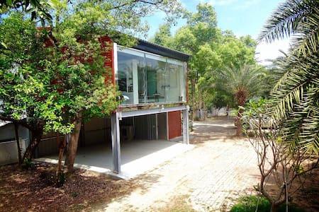 Modern Tree House 現代渡假樹屋 (6 ppl) - Gukeng Township - Bed & Breakfast