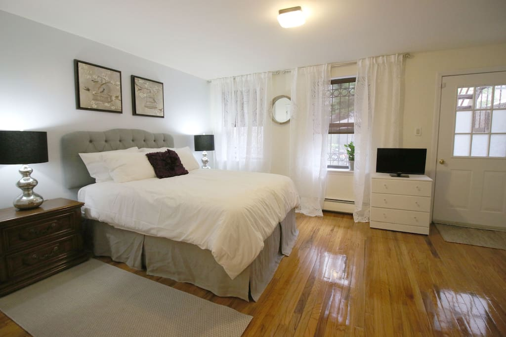 Lux bedroom private bath garden kitchenette houses for Rooms for rent in nyc with private bathroom