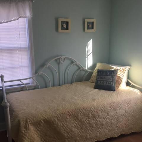 Bedroom #4 - 1 Trundle Bed