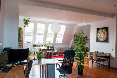 Exquisite ~ Huge Backyard Loft in Berlins Center - Berlino - Loft