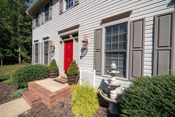 Immaculate, Traditional Home in S. Asheville BR2