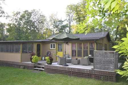 Sunny vintage cottage