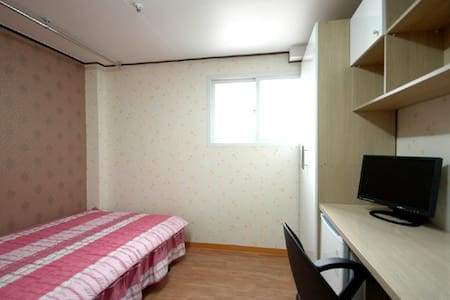 SIMPLE A Cozy Private Studio for Friend (D) - 1 - Dongdaemun-gu - Hotellipalvelut tarjoava huoneisto
