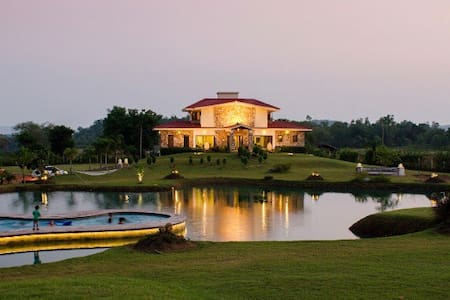 Lake Paradise - A Luxurious Getaway