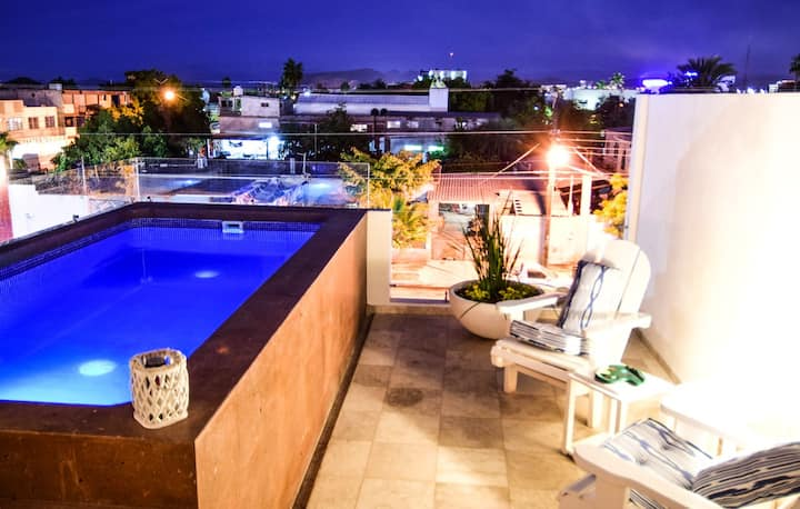Lovely Modern Condo, Private Pool, next to Malecon