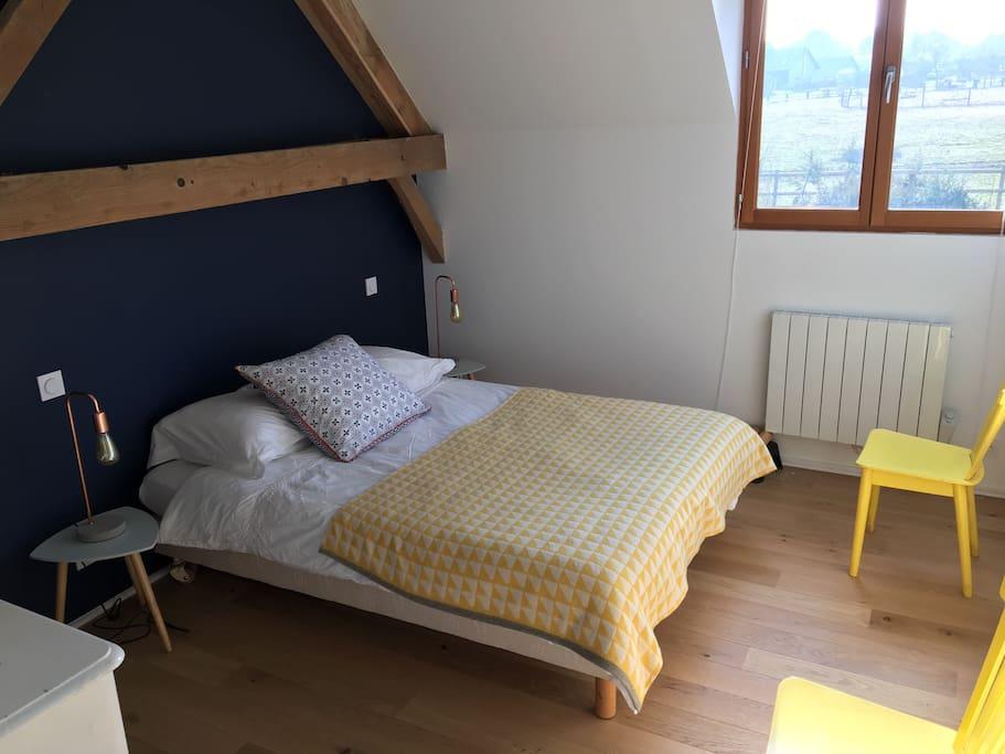 Chambre jaune au 1er étage (lit 140)