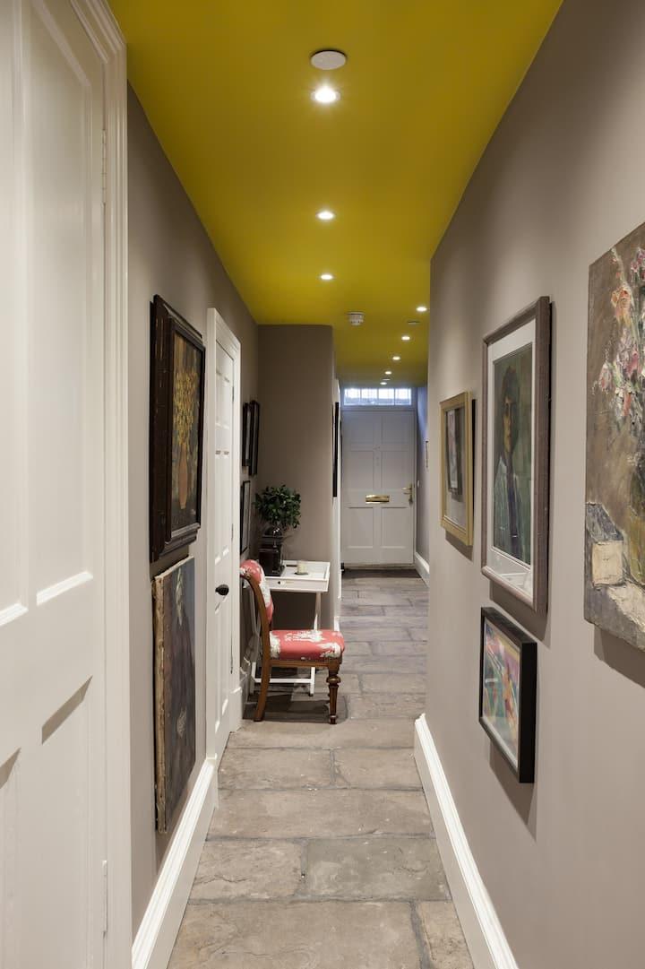 Designer flat in fabulous location