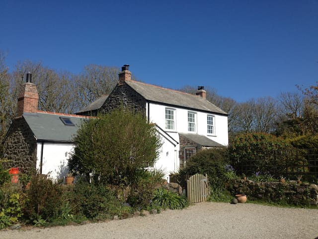 The Farmhouse & The Dairy, Coverack - Coverack - Dům