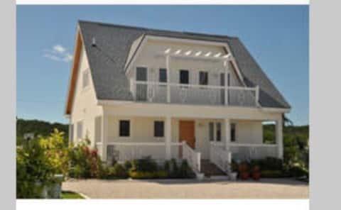 2 bed 2.5 Beachfront home! Thatchberry Villas