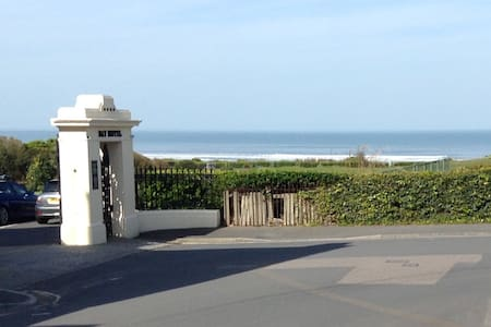 Award winning beach just yards away - Woolacombe