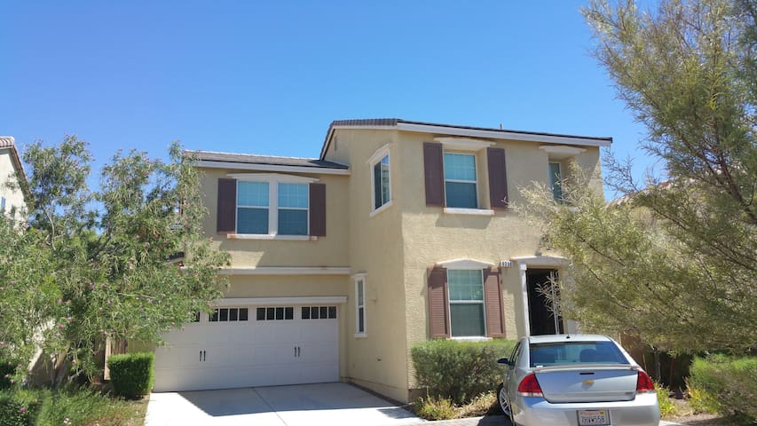 freestanding house in a cul de sac gated community houses for rent in las vegas nevada