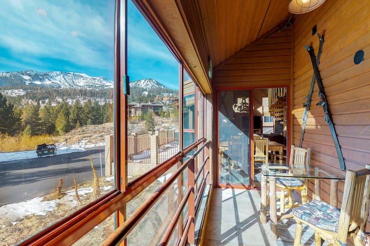Stylish condo w/shared pool, hot tub, sauna & ski access