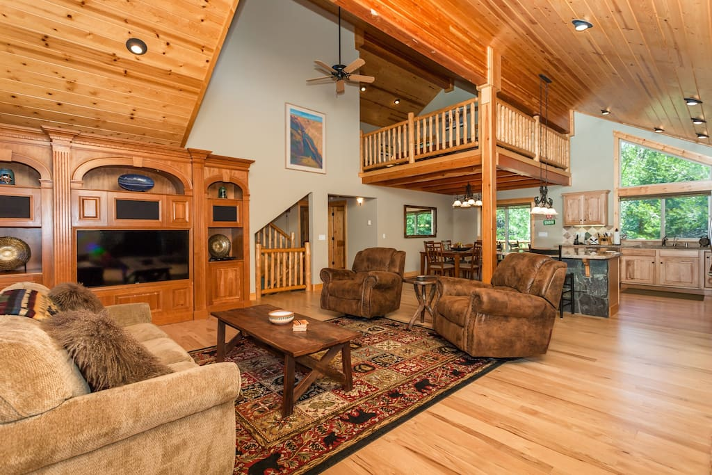 High vaulted ceilings, gorgeous mountain finishes