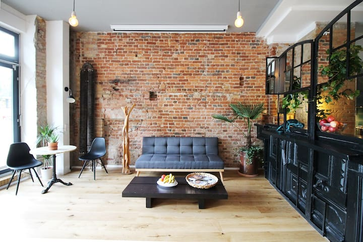 industrial design studio at spree lofts for rent in. Black Bedroom Furniture Sets. Home Design Ideas