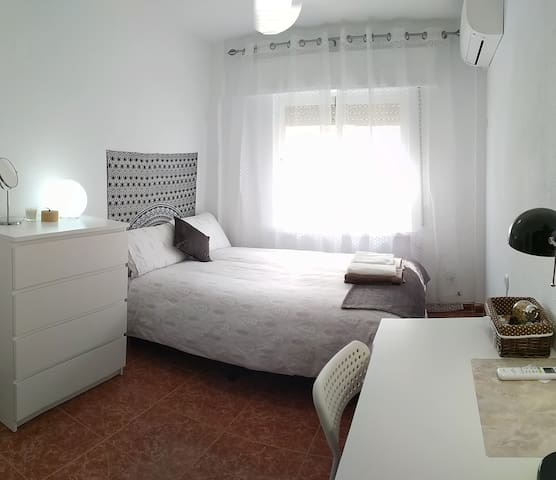 Comfy double room with WiFi, air-con & heating