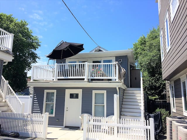 newly renovated 1.5 block off beach