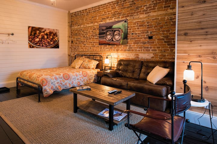 Fireplace Apartment on Main Street Galena