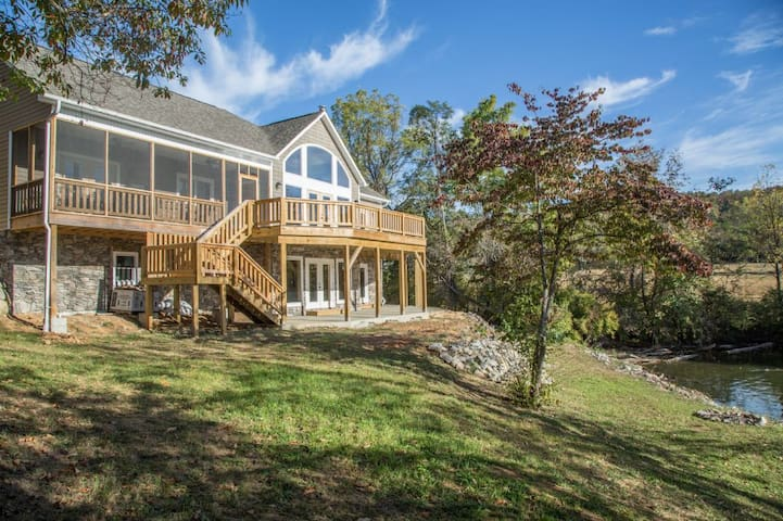 5 Bedroom Newly Built Waterfront Home on Claytor Lake - Great Views!