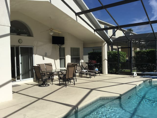 4 Bedroom pool home with private conservation view