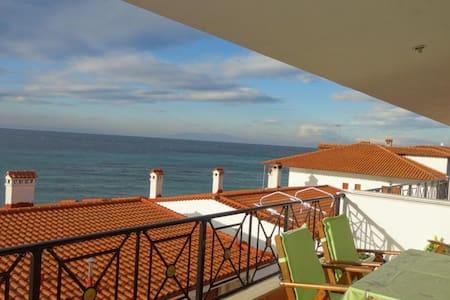 Апартаменты с видом на море - Nea Skioni