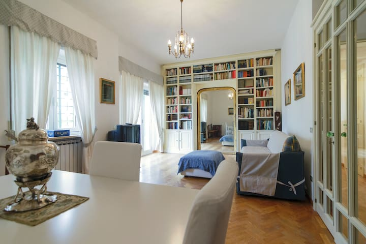 Naples Exclusive Getaway - With private Parking!
