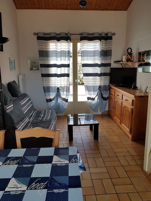 maison proche de la mer 2 chambres maisons louer la tranche sur mer pays de la loire france. Black Bedroom Furniture Sets. Home Design Ideas