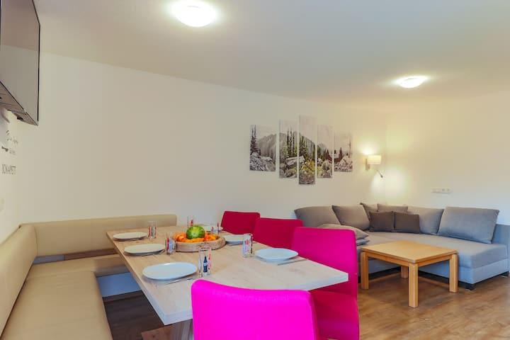 Cozy Apartment in Neukirchen am Großvenediger with Parking