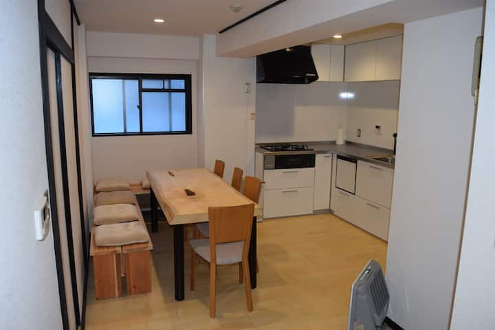 Basecamp Apartments #101 Deluxe 2 Bed/2Bath 6-8PAX