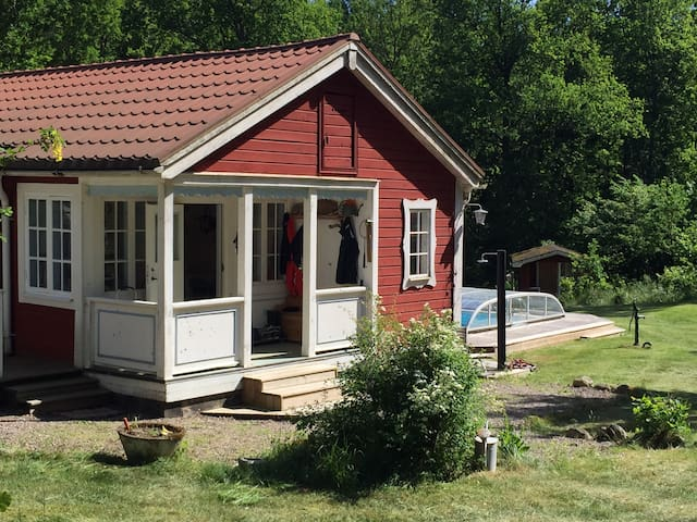Summerhouse with pool and space for a big family - Linköping N - Hus