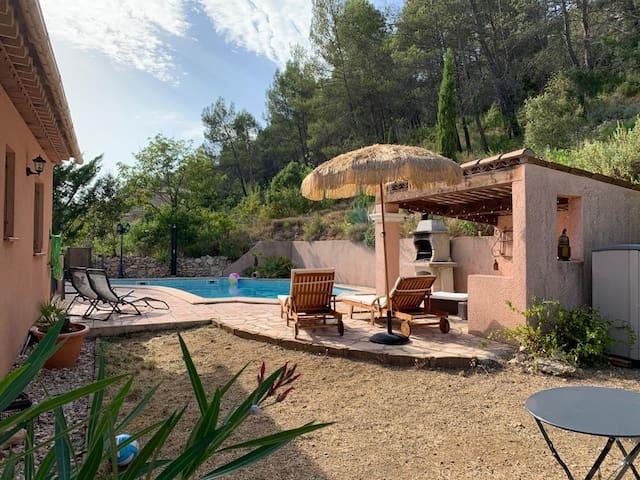 Villa de type provençale avec piscine pour 8pers